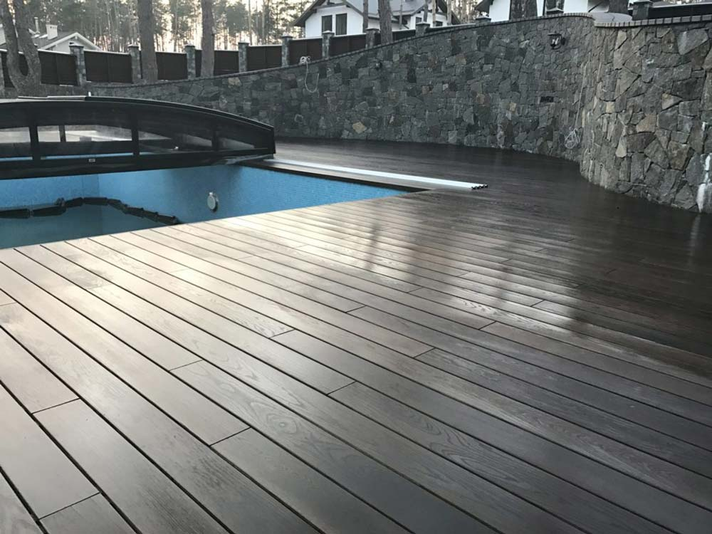 Облаштування заглибленого басейну терасною дошкою
