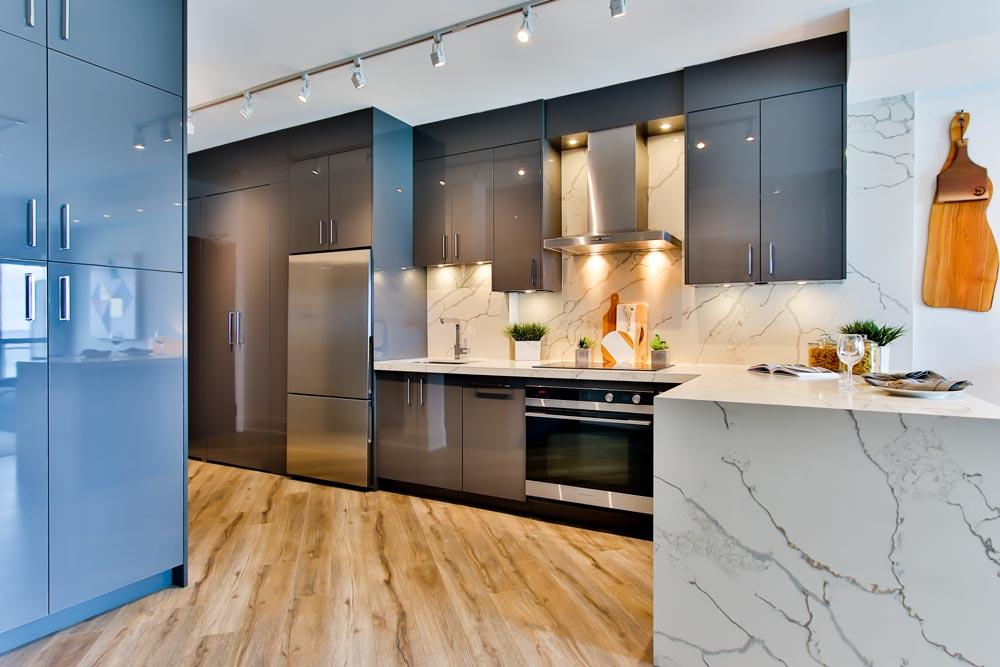Дерев'яна підлога на кухні