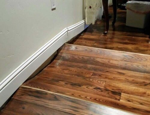 Як захистити дерев'яну підлогу від пошкодження вологою